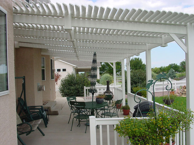 Sideview of vinyl pergola and patio railing