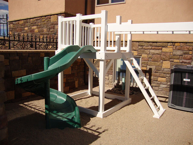 Vinyl play structure with torpedo slide