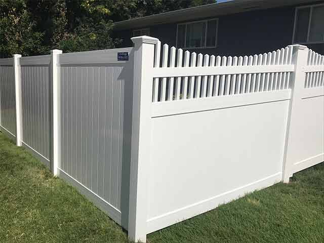 Privacy and scalloped picket accent fencing