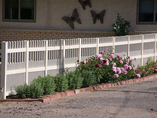 Tan vinyl alternating picket fencing up-close