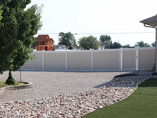Two tone privacy fencing