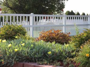 White vinyl alternating height picket fencing